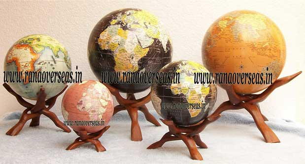 globewithstand1a